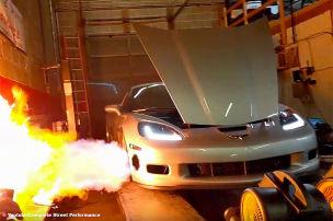 Monster-Corvette als Flammenwerfer