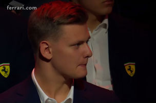 Mick Schumacher sieht neuen Ferrari