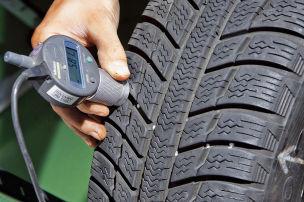 Regelmäßig das Reifenprofil prüfen