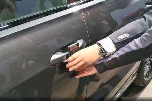 Peinlich: Handy kriegt die Tür nicht auf