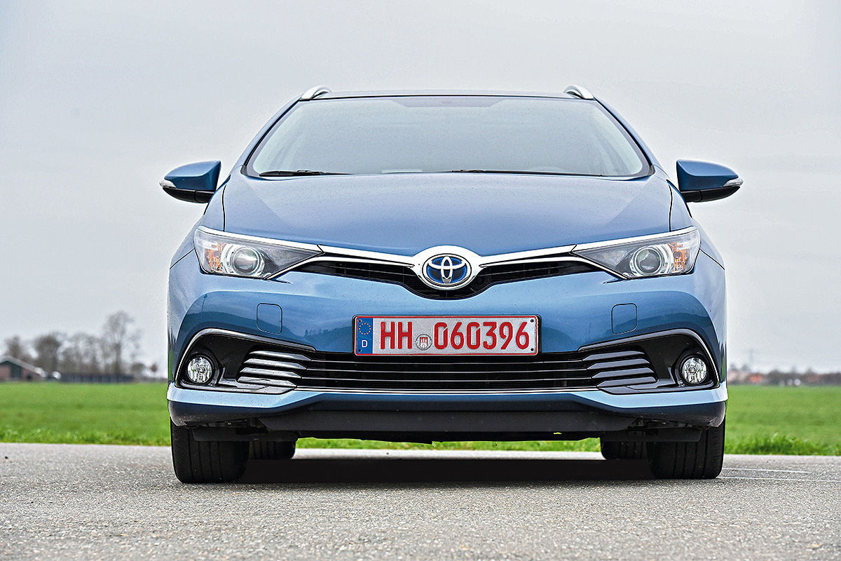 gebrauchtwagen test toyota auris hybrid bilder. Black Bedroom Furniture Sets. Home Design Ideas