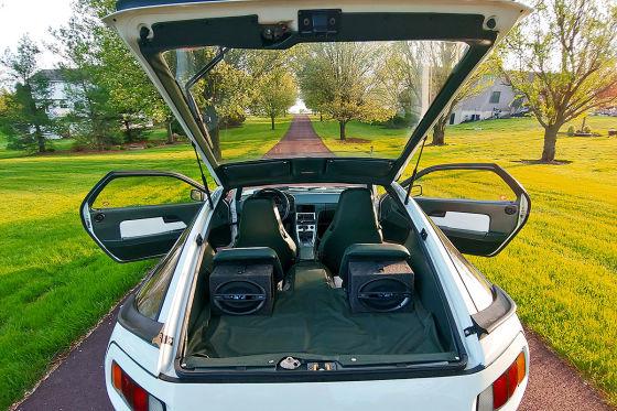 Zum Verkauf: Porsche 928 mit grünem Innenraum