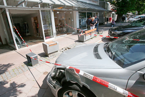 Mercedes C-Klasse: Unfall in Hamburg