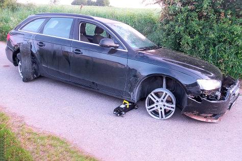 Audi A4 Betrunkener Fährt Auf Kaputten Reifen Totalschaden