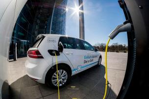VW startet Ladeoffensive f�r E-Autos