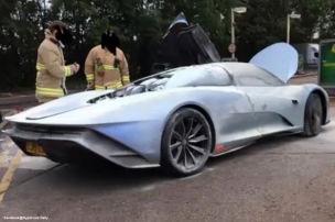 Hier qualmt ein Zwei-Millionen-McLaren!