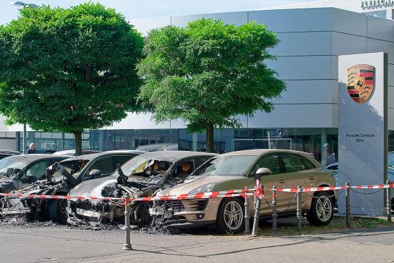 Vier Porsche in Autohaus-Feuer verbrannt