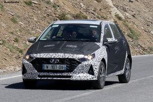 Getarnter Hyundai i20 erwischt