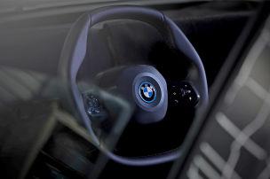 Eckiges Lenkrad für BMW iNext (2021)