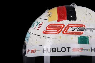 Vettel mit speziellem Retro-Helm
