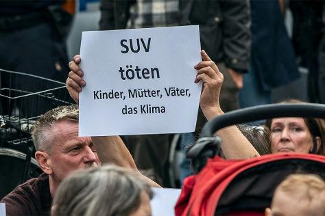 Unfall in Berlin: Diskussion über SUV