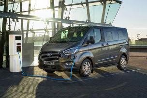 Transit: So f�hrt der Plug-in-Hybrid