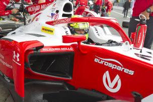 Schumachers Auto fackelt ab