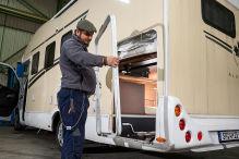 Wohnmobil: Garagentür-Reparatur