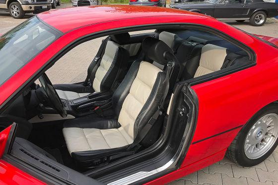 BMW 840i mit roten Felgen zu verkaufen