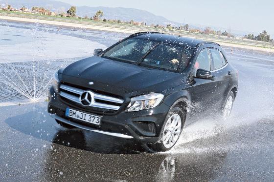 Mercedes GLA: Reifentest auf Nässe