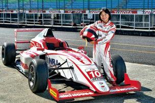 Mit 13 Jahren f�hrt sie Formel 4