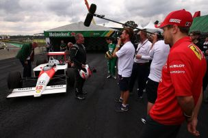 Senna-Neffe f�hrt legend�ren MP4/4