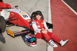 Araberin gewinnt Formel-1-Rahmenrennen!