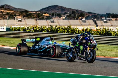 Hamilton fährt Rossis Bike