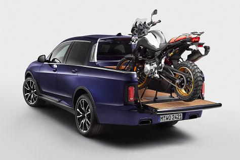 BMW X7 Pick-up steht in der BMW Welt
