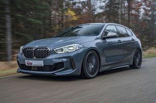 BMW M135i im Tiefflug