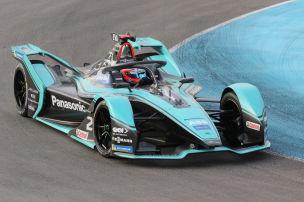 Jaguar sprintet auf Pole