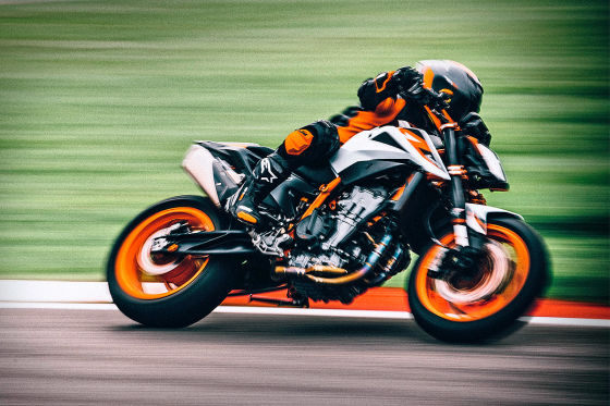 KTM 890 Duke R: Naked-Bike mit 121 PS!