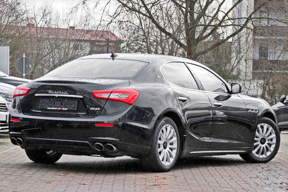 Maserati fahren zum Prius-Preis