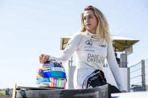 Rennlady rast im F1-Umfeld