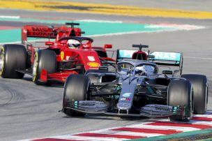Mercedes vorn, Ferrari in der Klemme