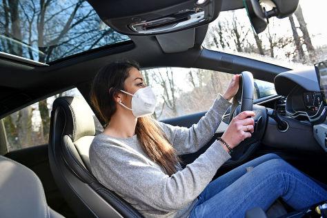 FFP2 Maske im Auto