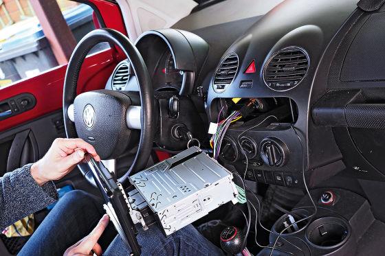 So wird ein neues Radio eingebaut