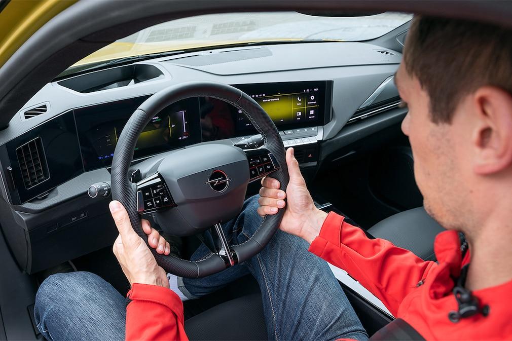 Opel Astra Hybrid