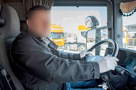 Wie sich Lkw-Fahrer illegal am Steuer ablenken (BILDplus)