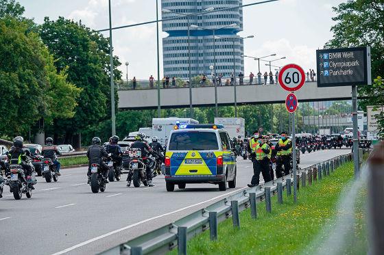 Tausende Biker protestieren: Scheuer will Fahrverbote nicht umsetzen
