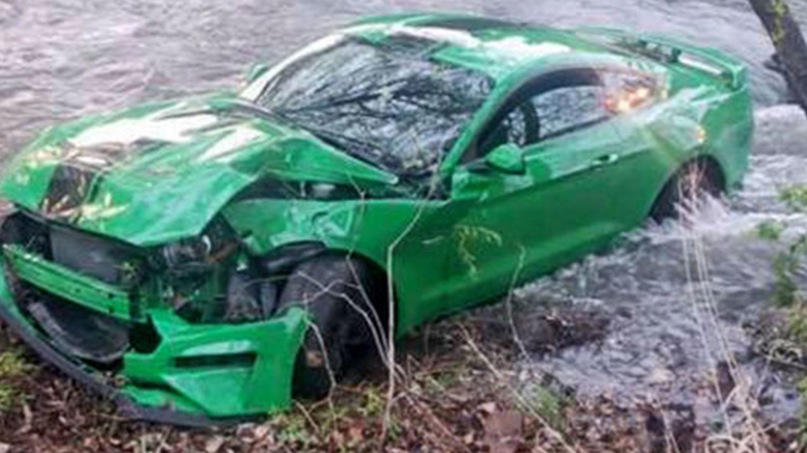 Auto-Unfälle (2020): Crashes - Cadillac XTS - Ford Mustang ...