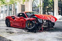 Unfall: Ferrari 488 GTB kracht mit Bus zusammen