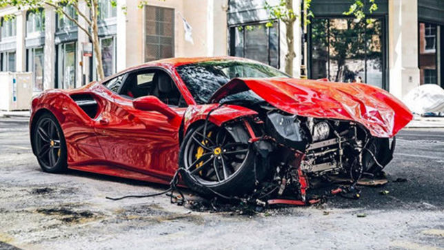 Rapper crasht Ferrari in einen Bus