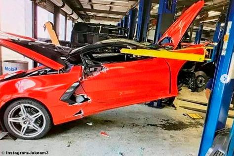 Corvette C8 kracht von Hebebühne  – Besitzer wütet!