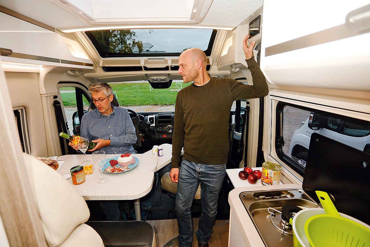 Kastenwagen mit Doppelbetten im Wohnmobil-Test