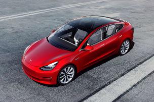 Aus Versehen: Mann bestellt 27 Tesla