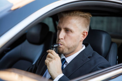 Alkoholtester im Auto: Wegfahrsperre