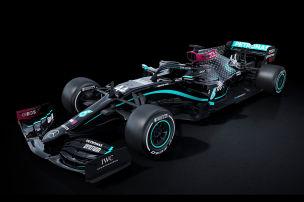 Mercedes 2020 mit schwarzem Auto