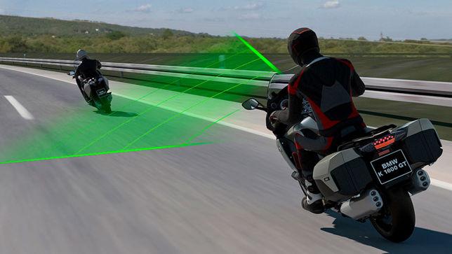 BMW-Motorräder halten zukünftig automatisch Abstand