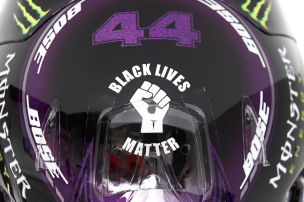 Hamilton mit Anti-Rassismus-Helm