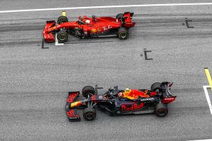 Mercedes dominiert nach Belieben