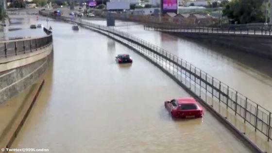 Fluss statt Straße: 660-PS-Ferrari geht böse baden!
