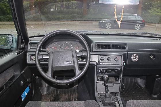 Der abgehobene Polestar 1 trifft auf seinen Urahn Volvo 940