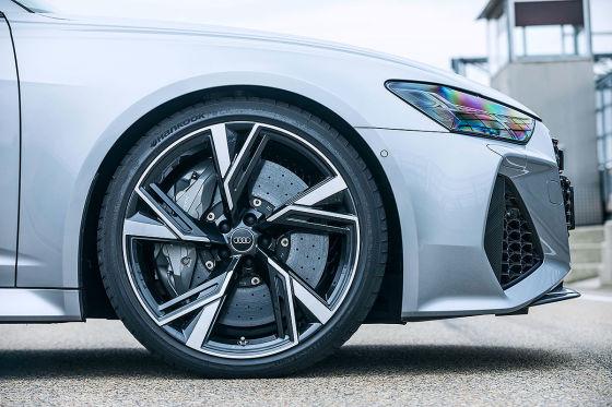 So viel schneller beschleunigt der Audi RS 6 mit den kleineren Felgen!